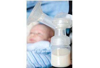 Hoe je afgekolfde melk bewaart